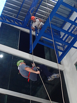 Edward F. Nesta rappel training - Abismo Anhumas - Bonito, Mato Grosso do Sul - Photo by Luxury Experience