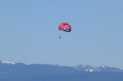 parasailing - Lake Tahoe - photo by Luxury Experience