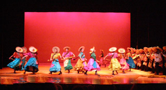 Ballet Folklorico de Mexico - Revolution of 1919  - Photo by Luxury Experience