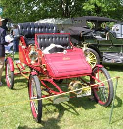 1903 Stanley Steam Car Model C Runabout - photo by Luxury Experience