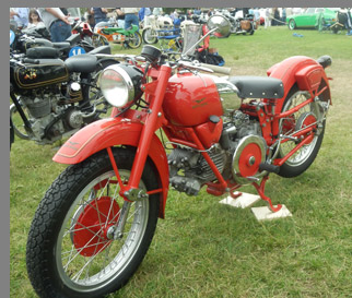 1952 Moto Guzzi Falconne Sport - photo by Luxury Experience
