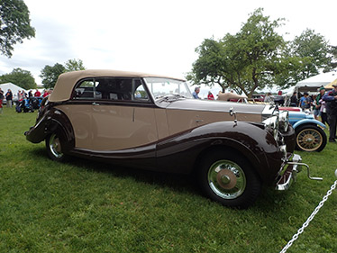 1947 Rolls Royce Silver Wraith - photo by Luxury Experience