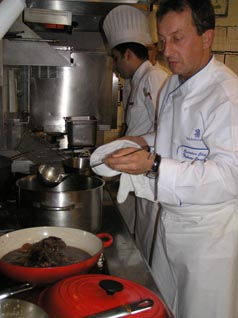 Chef Fabrice Canelle preparing the mojite of beef cheeks
