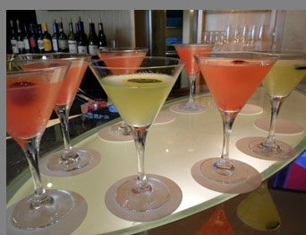 Cocktails at Battery Wharf Hotel -Boston, MA,USA - photo by Luxury Experience
