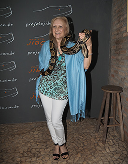 Debra C. Argen with boa constrctor - Projecto Jiboia - Bonito, Mato Grosso do Sul, Brazil - photo by Luxury Experience