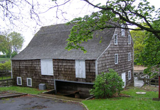 Saddle Rock Grist Mill, Long Island, New York, USA - Photo by Luxury Experience