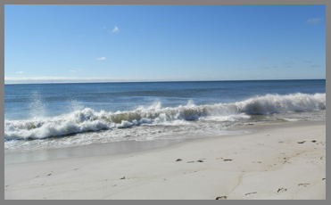 Waves at Coopers Beach - Southampton Inn, Long Island, NY, USA - photo by Luxury Experience