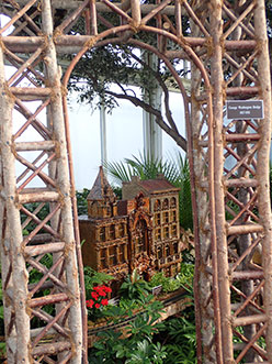 George Washington - New York Botanical Garden Train Show 2018 - photo by Luxury Experience