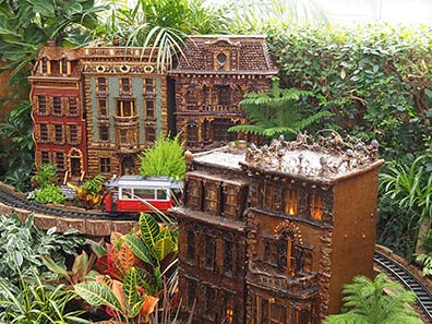 Merchant's House - New York Botanical Garden Train Show 2018 - photo by Luxury Experience