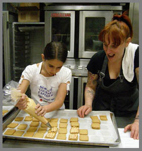 Molly Schwartzberg Piping Frosting with Chef Molly Segal - Phot by Luxury Experience