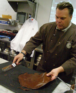 Lifting the Chocolate - Chef François Payard at New York Culinary Experience, The International Culinary Center - Photo by Luxury Experience