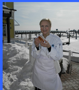 Debra Argen enjoying Connecticut Lobster Roll al fresco  - photo by Luxury Experience