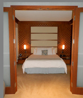 king Bed  - The Lodge at Turning Stone Resort Casion - Verona, NY, USA - photo by Luxury Experience