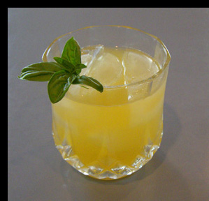 Luxury Experinece - Mango Ginger Basil Smash - Photo by Luxury Experience