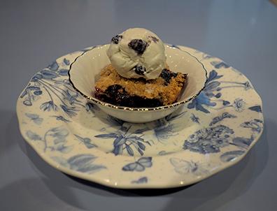 Luxury Experience - Blueberry Ice Cream with Blueberry Crisp - photo by Luxury Experience