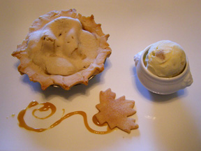Luxury Experience Apple Pie and Ice Cream - Photo by Luxury Experience