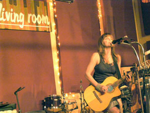 Theresa Andersson Performing in New York at The Living Room