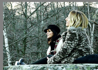 Ell (Jade Ell) and Hart (Sheona Urquhart)