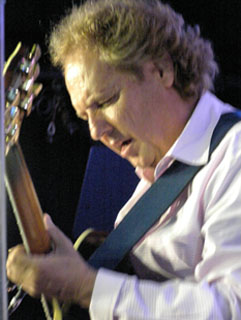 Lee Ritenour on Guitar - Photo by Luxury Experience