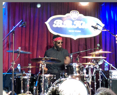 Omari Williams at B.B. Kings NYC - photo by Luxury Experience