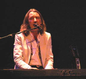 Roger Hodgson on keyboards - Photo by Luxury Experience