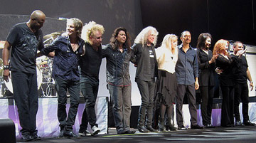 Stevie Nicks and band taking a bow