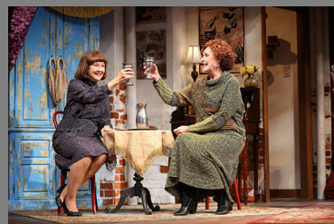 Lettice & Lovage - Mia Dillon, Kandis Chappell - photo by C. Rosegg