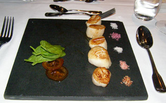 Scallops - L'Astral Bar-Restauant Rotatif - Loews Hotel le Concorde Quebec - Photo by Luxury Experience