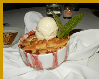 Apple Raspberry Cobbler - l'escale Restaurant Bar, Greenwich, CT, USA - photo by Luxury Experience