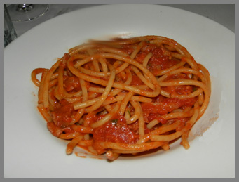 Bucantini All 'Amatriciana - Osteria Salina, Bridgehampton, NY, USA - photo by Luxury Experience
