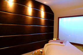 USPA Eye Mask Application - The Spa at Dunbrody, Dunbrody Country House Hotel & Restaurant, Co. Wexford, Ireland - Treatment Room