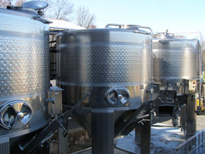 Buckingham Valley External Stainless Steel Tanks - photo by Luxury Experience